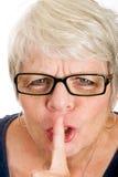 Mulher madura que pede o quiet fotografia de stock royalty free
