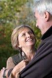 Mulher madura que sorri em sua HU fotografia de stock