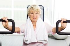 Mulher mais idosa que elabora Foto de Stock Royalty Free