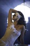 Mulher mascarada bonita no vestido de casamento Fotografia de Stock