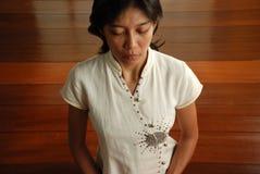 Mulher Meditating   Fotografia de Stock
