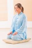 Mulher Meditating Foto de Stock Royalty Free