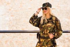 Mulher militar de sorriso Fotos de Stock