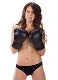 Mulher moreno nova 'sexy' com as luvas de encaixotamento pretas que cobrem o brea Fotografia de Stock Royalty Free