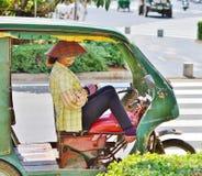 Mulher - motorista de Tuk-tuk Foto de Stock Royalty Free