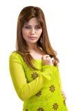 Mulher muçulmana asiática que desgasta a roupa tradicional imagens de stock royalty free