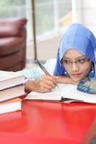 Mulher muçulmana com um livro Fotos de Stock Royalty Free