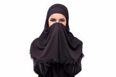 A mulher muçulmana no vestido preto isolado no branco fotos de stock