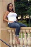 Mulher Multiracial cinco meses de (6) grávido Foto de Stock