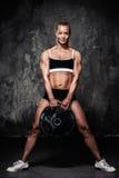 Mulher muscular do halterofilista Imagem de Stock