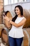 Mulher na adega de vinho Imagens de Stock Royalty Free