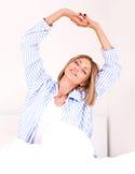 Mulher na cama imagem de stock royalty free