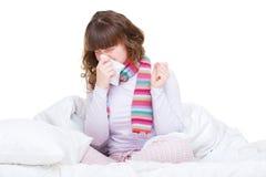 Mulher na cama com gripe Imagens de Stock Royalty Free