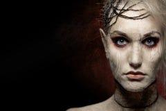 Mulher na composição assustador do Dia das Bruxas fotos de stock royalty free