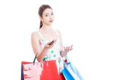 Mulher na compra que convida para uma chamada do apoio ou do contato Imagens de Stock Royalty Free