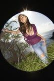 Mulher na costa de Maui. fotos de stock royalty free