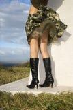 Mulher na costa de Maui. imagens de stock