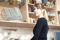Mulher na cozinha Imagem de Stock
