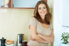 Mulher na cozinha Fotografia de Stock