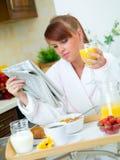 Mulher na cozinha Foto de Stock Royalty Free
