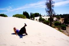 Mulher na duna de Wyperfeld imagem de stock