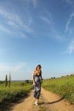 Mulher na estrada Imagem de Stock