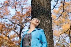 Mulher na floresta Imagem de Stock Royalty Free