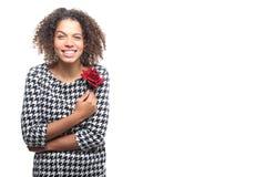 Mulher na frente de um fundo branco que faz expressões foto de stock royalty free