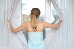 Mulher na frente do indicador Fotos de Stock Royalty Free