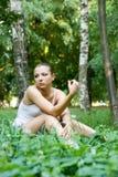 Mulher na grama Fotografia de Stock