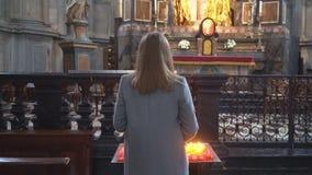 Mulher na igreja filme