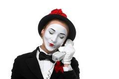 A mulher na imagem mimica guardando um monofone imagem de stock