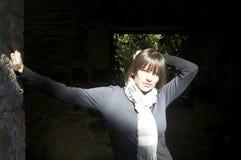 Mulher na luz solar imagens de stock