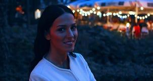Mulher na noite, exterior vídeos de arquivo