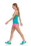 Mulher na opinião lateral de marcha da roupa do esporte Foto de Stock Royalty Free