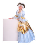 Mulher na peruca com cartão vazio. Foto de Stock