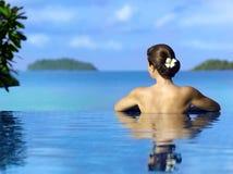 Mulher na piscina Foto de Stock