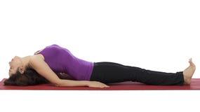 Mulher na pose dos peixes durante a ioga Fotos de Stock Royalty Free