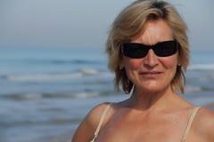 Mulher na praia Fotografia de Stock Royalty Free