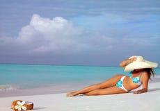 Mulher na praia Fotografia de Stock