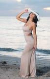 Mulher na praia no nascer do sol foto de stock royalty free