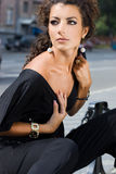 Mulher na rua Fotos de Stock Royalty Free