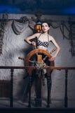 Mulher na sala de sal em um maiô Fotografia de Stock Royalty Free
