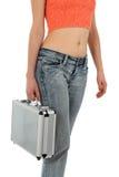 Mulher nas calças de brim com caixa do metal Fotografia de Stock