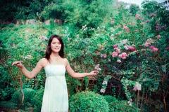Mulher nas flores Imagem de Stock Royalty Free