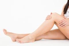 Mulher natural com dor do joelho Foto de Stock Royalty Free