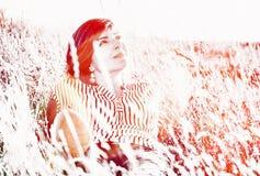Mulher natural no prado, filtro vermelho da foto Foto de Stock Royalty Free