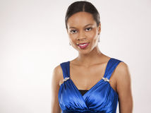 Mulher negra no vestido de noite foto de stock