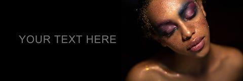 Mulher negra nova bonita com composição Fotos de Stock Royalty Free