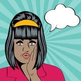Mulher negra retro bonito no estilo da banda desenhada Imagem de Stock